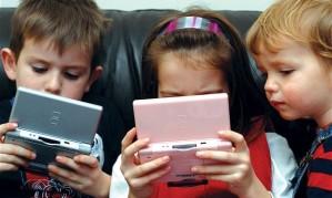 children-playing-video-games-620x372